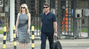 Amy Ryan og Sylvester Stallone i Escape Plan (Foto: Summit Entertainment).