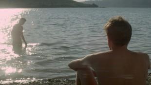 Franck møter mystiske Michel i Fremmed ved sjøen (Foto: AS Fidalgo).