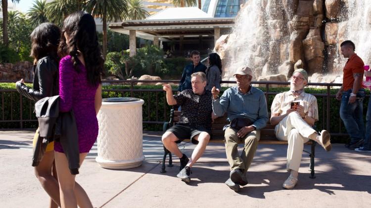 Robert DeNiro, Morgan Freeman og Kevin Kline kikker på damer i Last Vegas (Foto: United International Pictures).