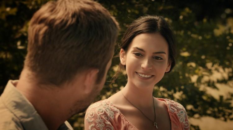 Genesis Rodriguez spiller Nolans kone i tilbakeblikk i Hours (Foto: Scanbox).