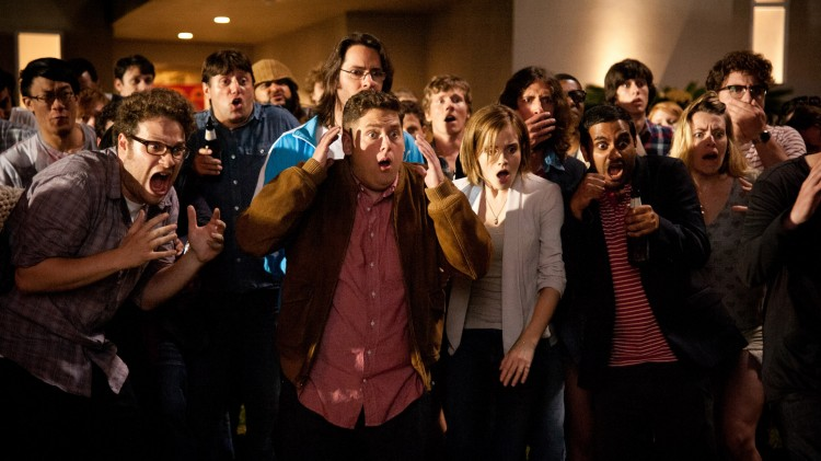 Seth Rogen, Jonah Hill, Emma Watson og Aziz Ansari reagerer på noe i This Is The End (Foto: United International Pictures).