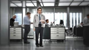 Ben Stiller spiller grå kontorrotte i The Secret Life of Walter Mitty (Foto: Fox Film).