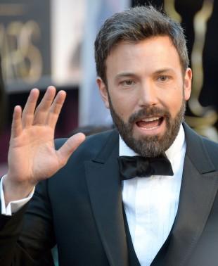 Slapp av! Det blir ingen ny Daredevil, sier Ben Affleck.  Her på den rød løper under Oscar-utdelingen 2013. (Foto: AFP PHOTO/JOE KLAMAR, NTB Scanpix).
