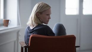 Ellen Dorrit Petersen spiller 30 år gamle Ingrid i «Blind». Filmen er produsert av Motlys, manus og regi er ved Eskil Vogt og filmen har norsk premiere 28. februar 2014. (Foto: Kimm Saatvedt/Motlys)