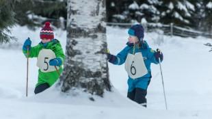 Skigåing er viktig i Karsten og Petra på vinterferie (Foto: Cinenord Kidstory/SF Norge).
