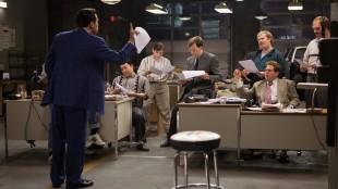 Den spede begynnelsen på et nytt aksjemeglerselskap i The Wolf on Wall Street (Foto: UIP).