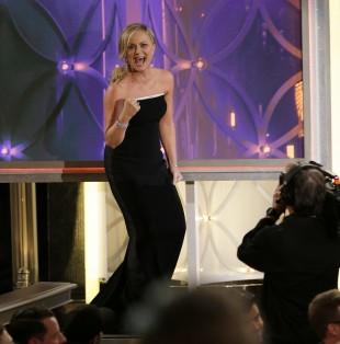 Amy Poehlers reaksjon på at ho vann Golden Globe-pris for beste kvinnelege hovudrolle i komiserie for «Parks and Recreation». (Foto: AP Photo/NBC, Paul Drinkwater)