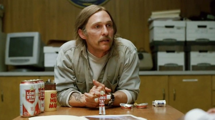 Matthew McConaughey som alkoholisert, avdanka politi i True Detective. (Foto: HBO Nordic).