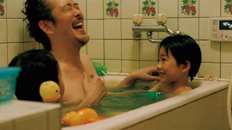 Rirî Furankî spiller den andre familiens pappa i Som far, så sønn (Foto: Arthaus).