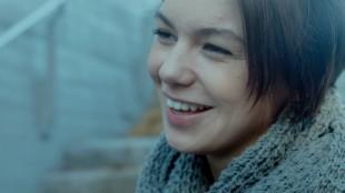 Julia Wildschut spiller en variant av seg selv i Elsk meg (Foto: Øystein Mamen/Motlys/Norsk Filmdistribusjon).