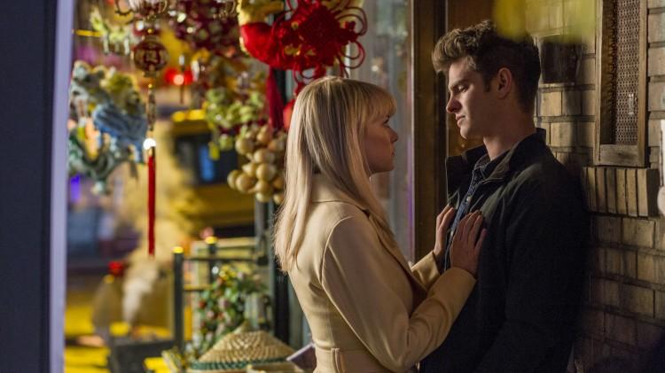 Forholdet mellom Peter (Andrew Garfield) og Gwen (Emma Stone) står i fokus i The Amazing Spider-Man 2 (Foto: United International Pictures).