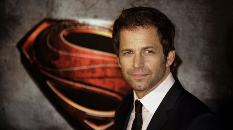 Zack Snyder poserer for fotografene under den australske premieren på «Man of Steel» sommeren 2013. (AP Photo/Rob Griffith)