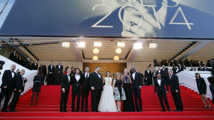 Jeffrey Katzenberg, Kit Harington, Jay Baruchel, Dean DeBlois, America Ferrera, Bonnie Arnold, Cate Blanchett og Djimon Hounsou i Cannes (Foto: REUTERS/Eric Gaillard).
