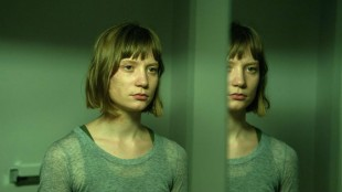 Mia Wasikowska spiller Agatha Weiss i David Cronenbergs Maps To The Stars. (Foto: Entertainment One)