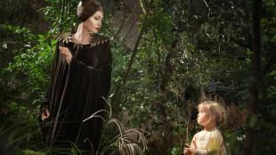 Vivienne Jolie-Pitt, datteren til Jolie og Brad Pitt, var visstnok den eneste ungen som ikke var redd for Jolie i Maleficent-kostymet, og fikk dermed rollen. (Foto: Walt Disney Company Nordic).