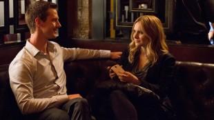 Gamle følelser blusser raskt opp når Logan Echolls og Veronica Mars møtes igjen. (Foto: Warner Home Entertainment).