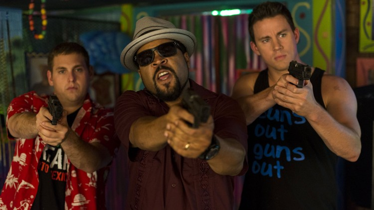 Ice Cube spiller sjefen til Schmidt og Jenko. (Foto: United International Pictures).