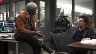 Morgan Freeman og Johnny Depp i Transcendence (Foto: Nordisk Film Distribusjon AS).