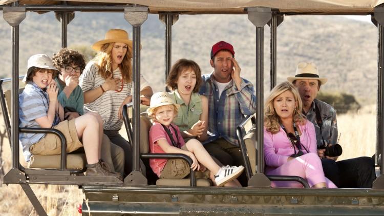 Drew Barrymore og Adam Sandler møtes på familieferie i Blandede følelser. (Foto: Warner Bros. Pictures/ SF Norge AS).