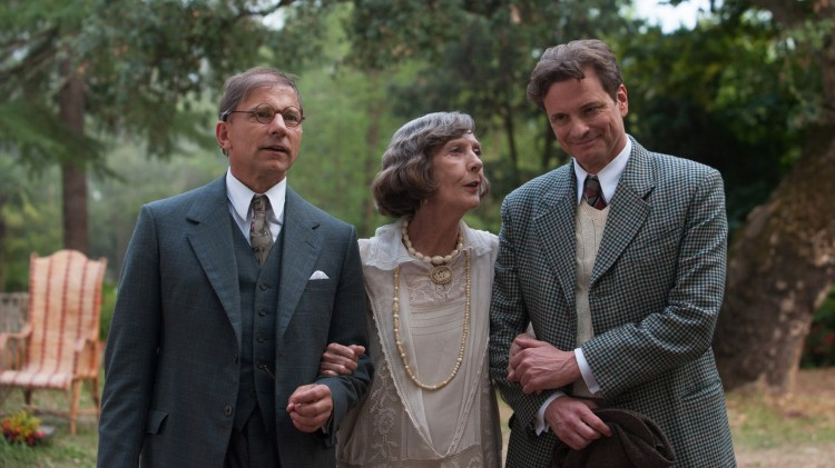 Simon McBurney, Eileen Atkins og Colin Firth i Magic In The Moonlight (Foto: Scanbox).