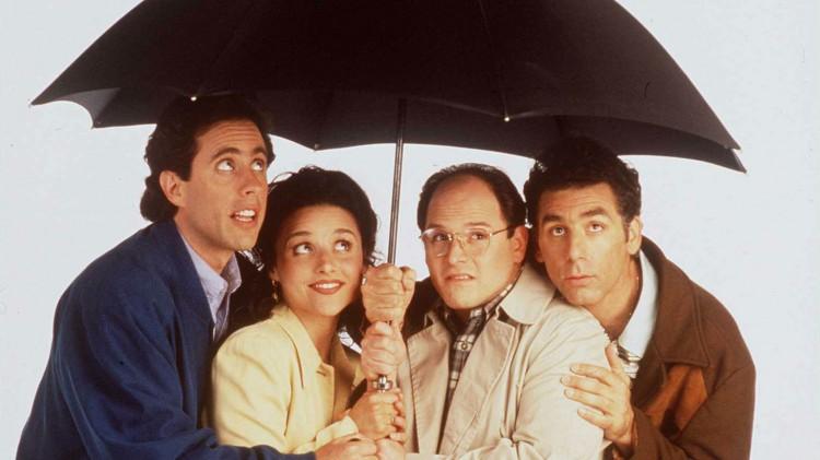 Jerry, Elaine, George og Kramer lærer i episoden «The Hamptons» hva kaldt vann kan gjøre med en mann. (Promofoto: NBC/Sony)