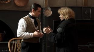 Colin Farrell får instruksjoner fra Liv Ullmann under innspillingen av Frøken Julie (Foto: Nordisk Film Distribusjon AS).