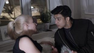 Omar (Elias Ali) med kjæresten Silje (Katharina Gjesdal Lindström) i Haram (Foto: Curry Film).