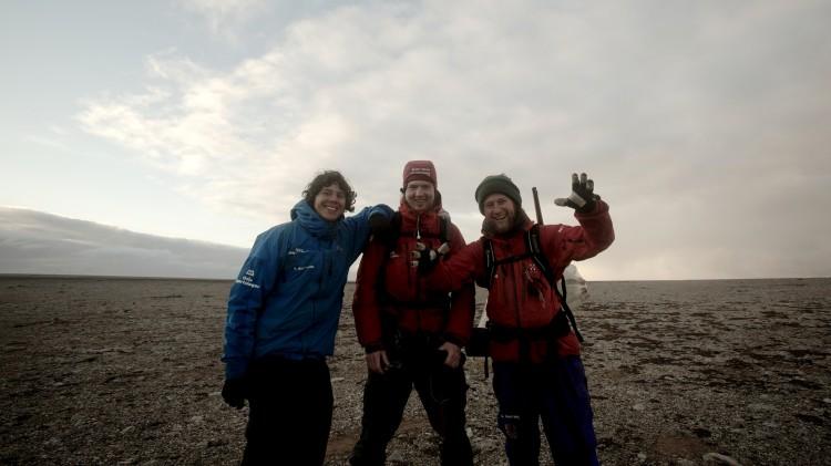 Inge, Håkon og Markus Wegge har filmet sitt eget eventyr på Bjørnøya (Foto: Tour de Force).