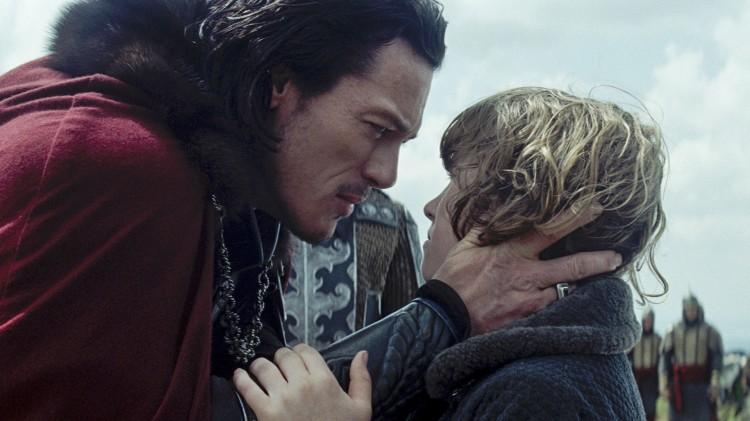 Prins Vlad (Luke Evans) med sønnen Ingeras (Art Parkinson) i Dracula Untold (Foto: United International Pictures).