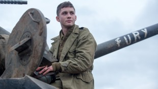 Logan Lerman spiller ferskingen Norman i filmen Fury (Foto: United International Pictures).