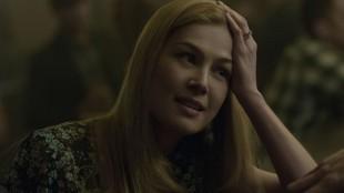 Rosamund Pike gjør en av sin karrieres beste roller i David Finchers Gone Girl (Foto: 20th Century Fox).
