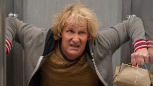 Harry (Jeff Daniels) i en beklemt posisjon i Dum og dummere To (Foto: SME / SF Norge AS).