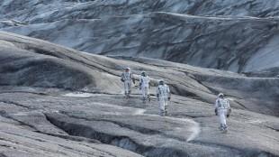 Astronauter i fremmed landskap i Interstellar (Foto: Warner Bros. Pictures/ SF Norge).