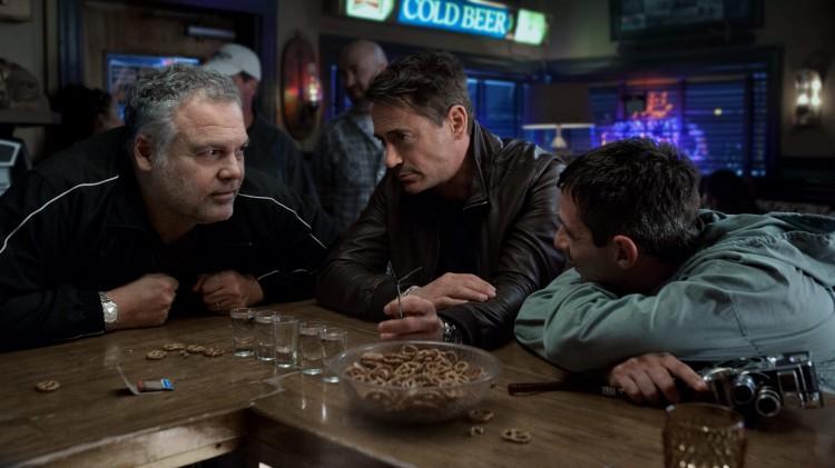 Brødrene Palmer (Vincent D'Onofrio, Robert Downey Jr. og Jeremy Strong) samles i The Judge (Foto: Warner Bros. Pictures/ SF Norge).