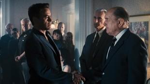 Anspent møte mellom sønn (Robert Downey Jr.) og far (Robert Duvall) i The Judge (Foto: Warner Bros. Pictures/ SF Norge).