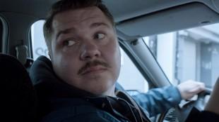 Nils Jørgen Kaalstad lærer seg lukeparkering i Staying Alive (Foto: Maipo/ Nordisk film Distribusjon).