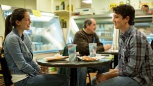 Andrew (Miles Teller) i et av få øyeblikk av normal ungdomstid. På pizzadate med Nicole (Melissa Benoist). (Foto: United International Pictures)