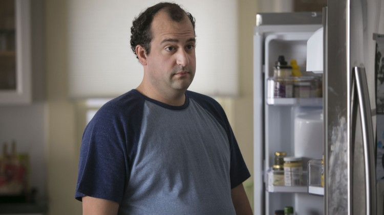 Steve Zissis manus er godt og han er selv strålende i rollen som trivelige og artige Alex. (Foto: HBO).