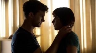 Christian (Jamie Dorner) forfører Anastasia (Dakota Johnson) i Fifty Shades of Grey (Foto: United International Pictures).