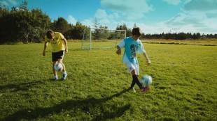 Fotball er en viktig del av guttenes liv i Brødre (Foto: Fenris film/Euforia).