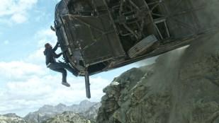 Svimlende situasjon for Brian (Paul Walker) i Fast And Furious 7 (Foto: United International Pictures).