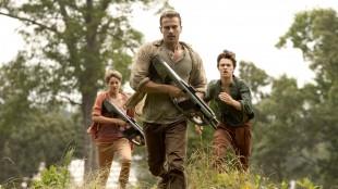 Tris (Shailene Woodley), Four (Theo James) og Caleb (Ansel Elgort) på rømmen i Insurgent (Foto: Summit/Lionsgate).