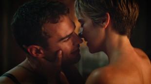 Four (Theo James) og Tris (Shailene Woodley) i en lunken scene fra Insurgent (Foto: Summit / Lionsgate).