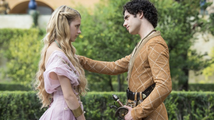 Nell Tiger Free og Toby Sebastian i femte sesong av Game of Thrones. (Foto: HBO Nordic).