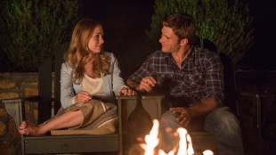 Søt musikk oppstår mellom Sophia (Britt Robertson) og Luke (Scott Eastwood) i The Longest Ride (Foto: Twentieth Century Fox Norway).