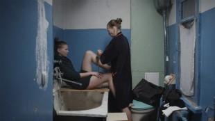 Yana Novikova spiller uhyre sterkt som Anna i «Stammen». (Foto: Tour de Force)