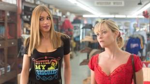 Sofia Vergara og Reese Witherspoon spiller to ganske forskjellige kvinner i Hot Pursuit (Foto: SF Norge AS).