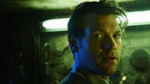 Corey Stoll spiller hovedrollen som Dr. Goodwearther i «The Strain». Hans går fra idealistisk lege til knallhard vampyrjeger i løpet av første sesong. (Foto: FX)
