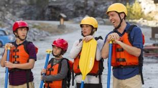James, Kevin, Debbie og Rusty Griswold forsøker seg på rafting i Vacation (Foto: SF Norge AS).