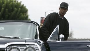 Dr. Dre (Corey Hawkins) opplever mye suksess, men må tåle flere harde slag på privaten.(Foto: United International Pictures)
